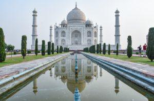 Taj Mahal, build by Shah Jahan 1632-1653 (20.000 workers)